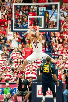 Aaron Gordon dunks on Cal Feb. 26, 2014, during the game at the UA in Tucson.